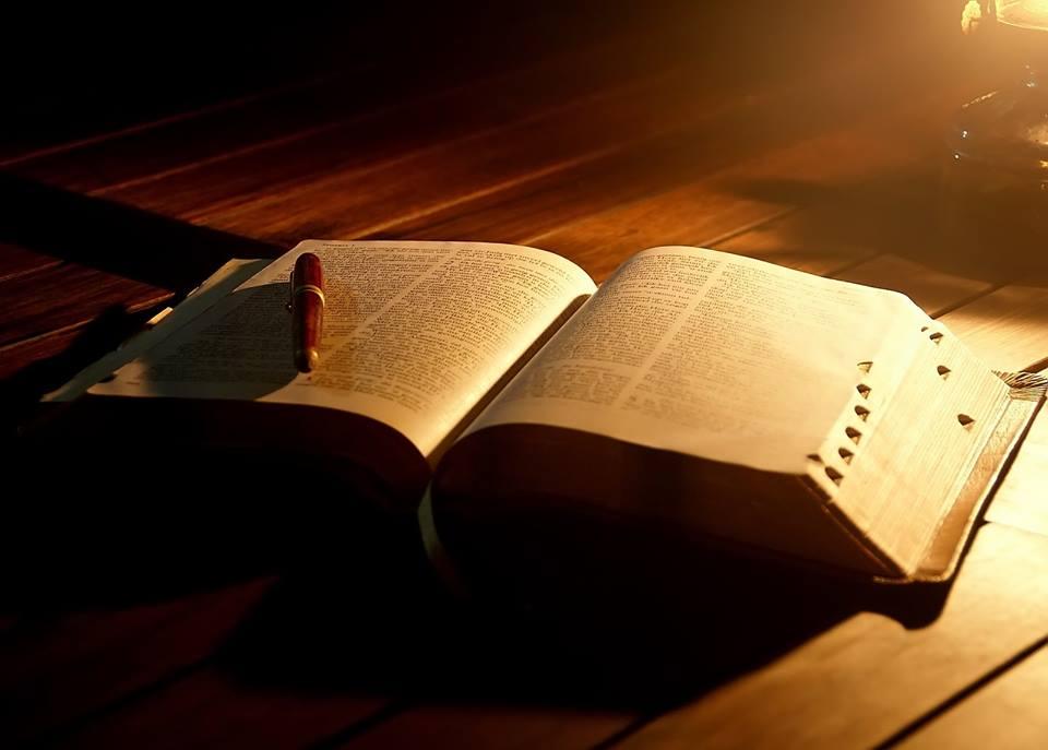 Bibel og penn